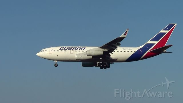 Ilyushin Il-96 (CUT1251) - Aeroporto Internacional Tancredo Neves