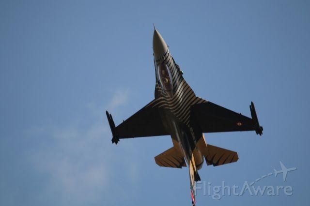 Lockheed F-16 Fighting Falcon — - SOLOTURK DEMO TEAM