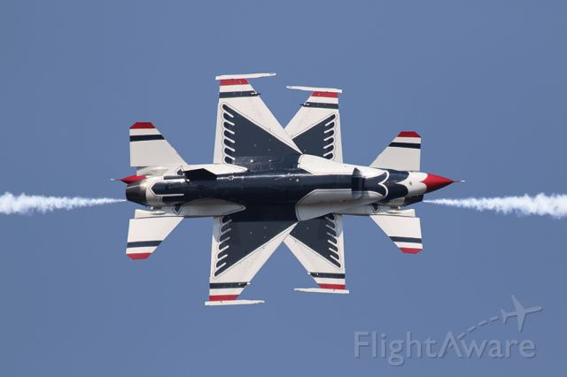 Lockheed F-16 Fighting Falcon — - Thunderbirds performing an opposing knife edge, which appears to be super close. Amazing performers!