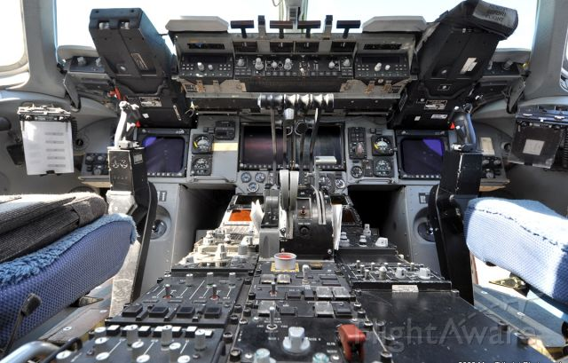 Boeing Globemaster III — - C17 Globemaster III Cockpit