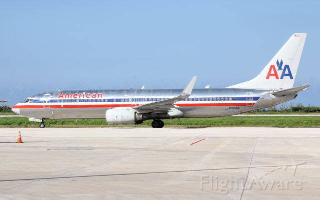 Boeing 737-800 (N901AN)