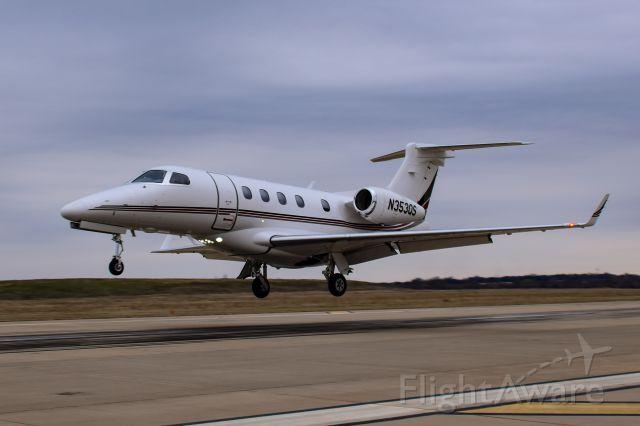 Embraer Phenom 300 (N353QS)