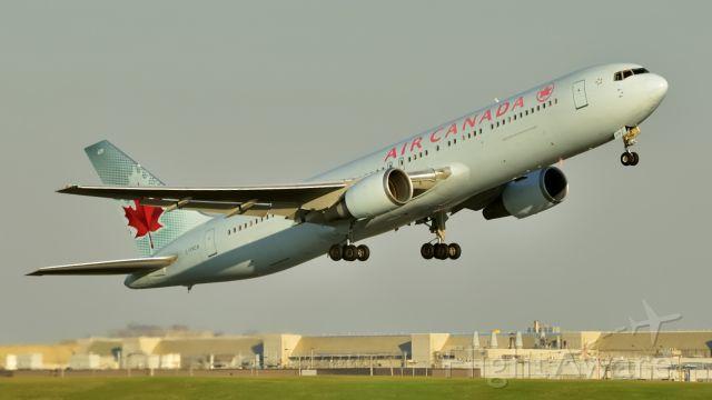 BOEING 767-300 (C-FXCA)