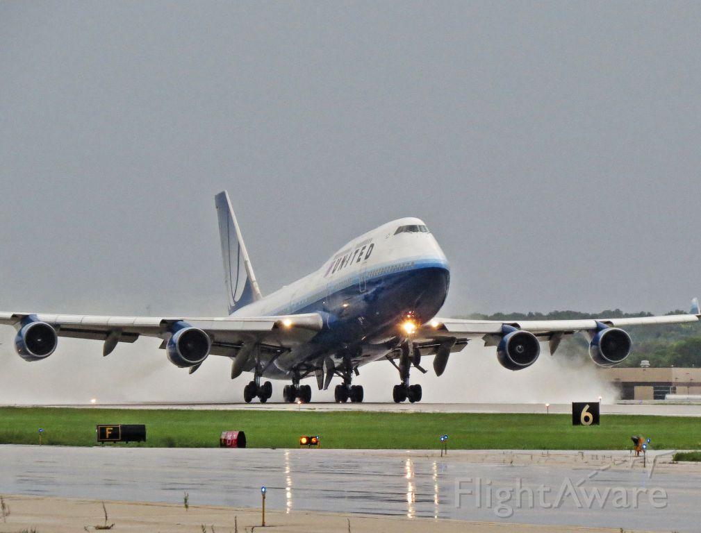 Boeing 747-400 (N174UA)