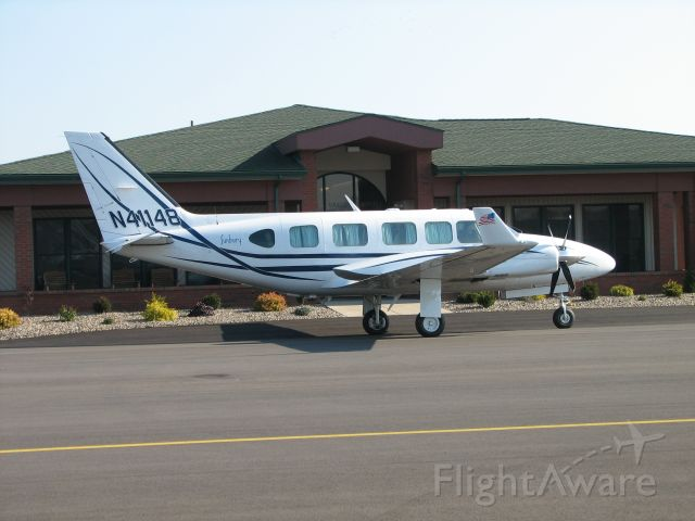 Piper Navajo (N41148) - Letting off passengers at Penn Valley