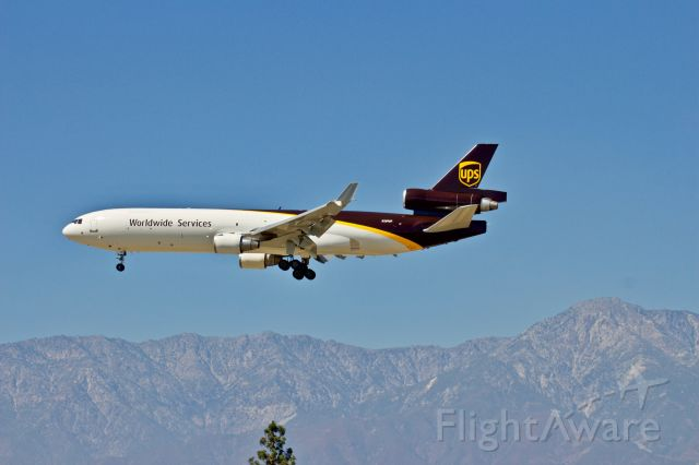 Boeing MD-11 (N289UP) - UPS MD-11 on short final to runway 26R at Ontario International Airport, CA