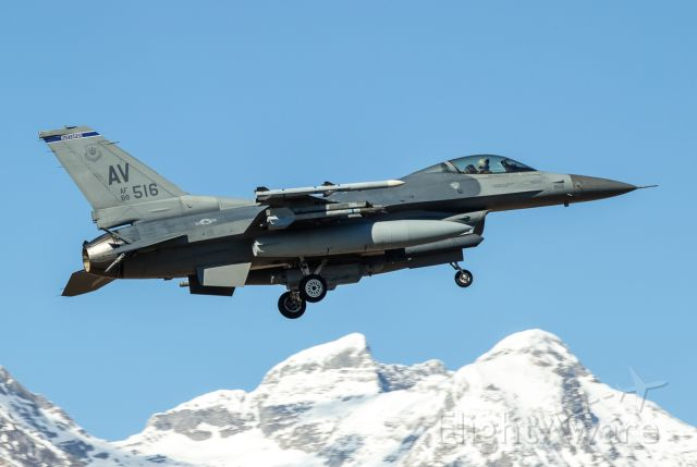 Lockheed F-16 Fighting Falcon (88-0516)