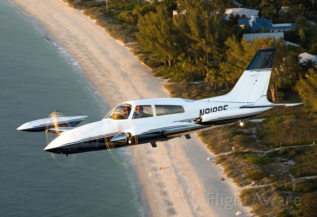Cessna 310 (N919BF)