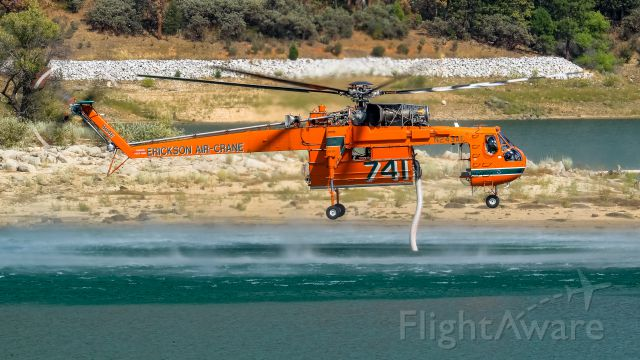 Sikorsky CH-54 Tarhe (N243AC) - Sikorsky S-64 retrieves water from nearby Bass Lake while battling Willow Fire in North Fork, CA. (2015)