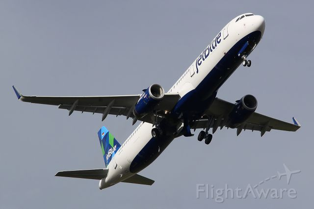 Airbus A321 (D-AZAU) - Becoming N992JB.