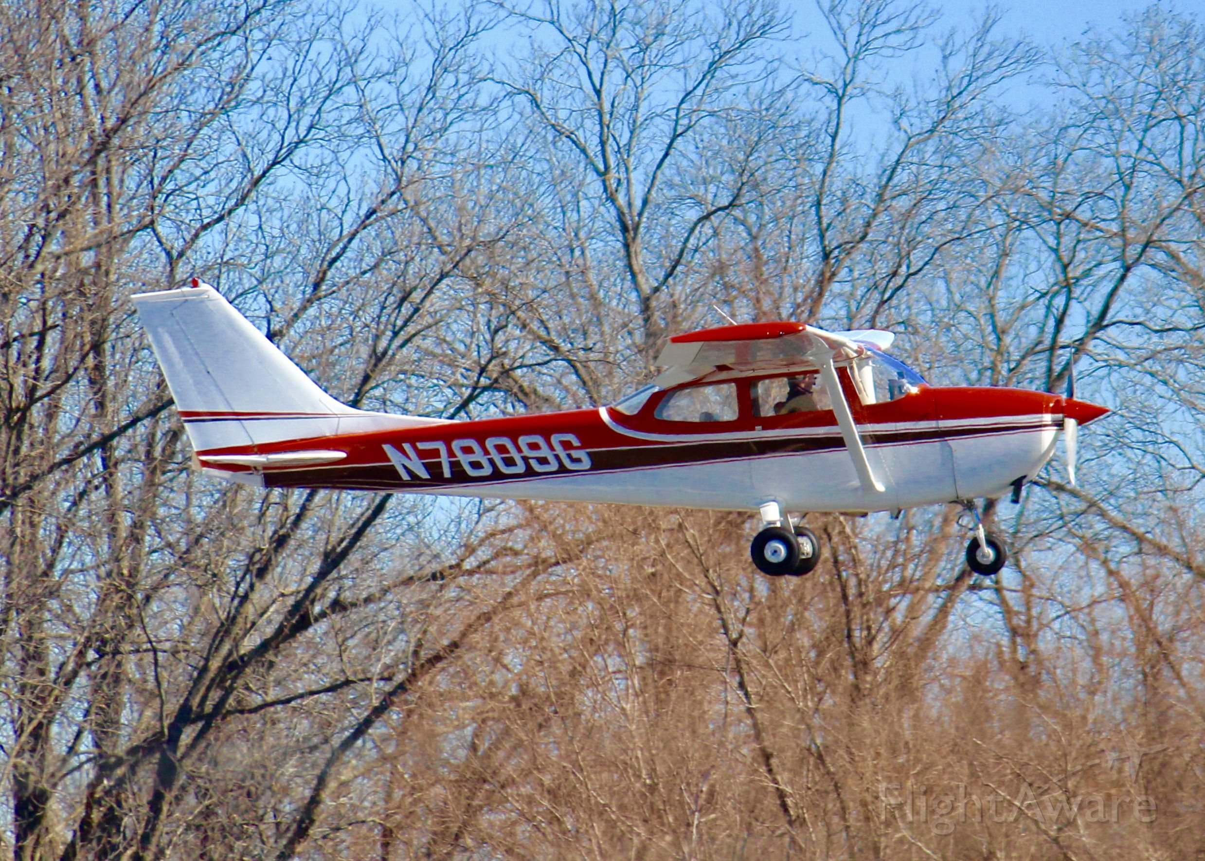 Cessna Skylane (N7809G) - At Downtown Shreveport.