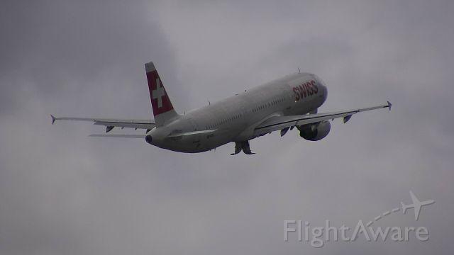 Airbus A321 (HB-IOC) - Departing for Copenhagen