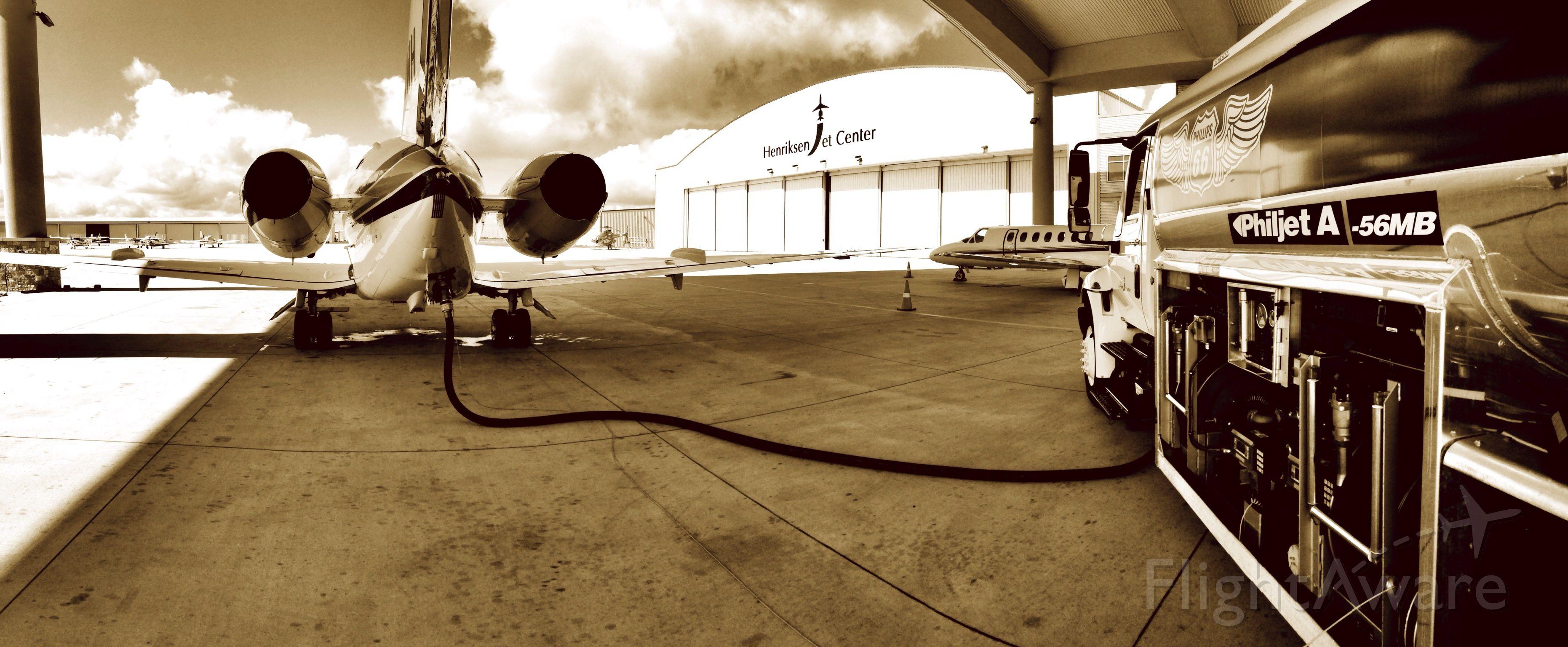 Raytheon Hawker 800 — - HenriksenJetCenter