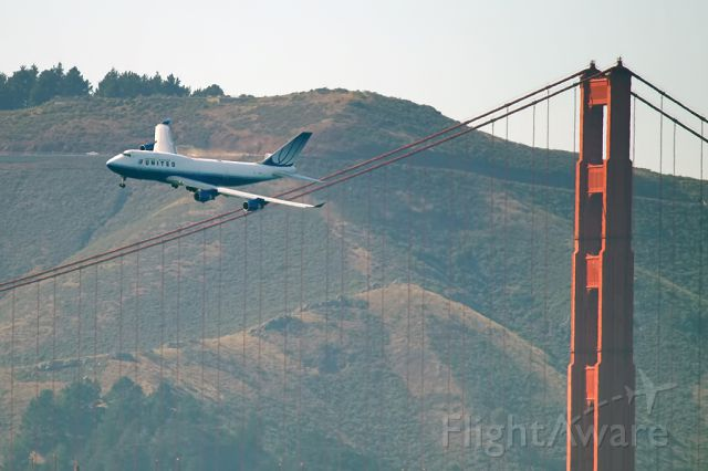 N173UA — - Unilted Airlines 747 flying past the Golden Gate Bridge during the 2010 Fleet Week Air Show.