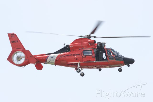 N6579 — - USCG SAR demo at Thunder of Niagara air show, Niagara Falls Air Reserve Base, 18 July 2015