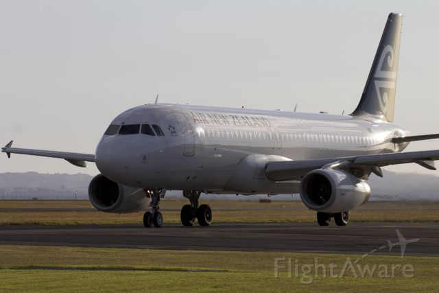 Airbus A320 (ZK-OJQ)
