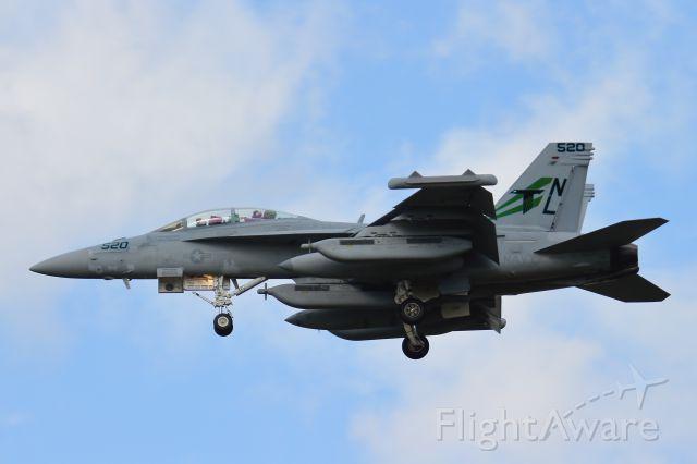 McDonnell Douglas FA-18 Hornet (16-6940)