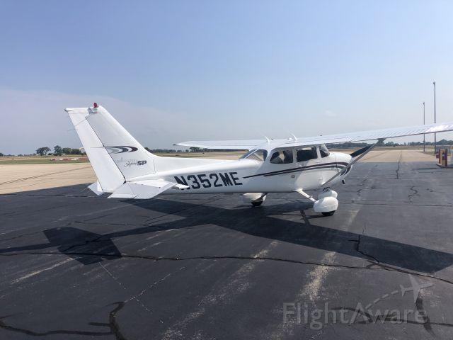 Cessna Skyhawk (N352ME) - On the ramp at KSQI