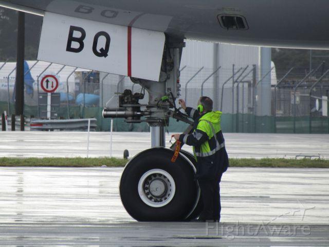 BOEING 777-300ER (A6-EBQ)