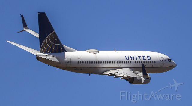 Boeing 737-700 (N33714)