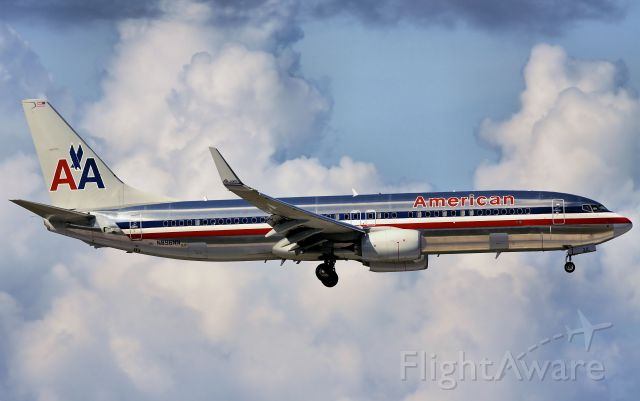 Boeing 737-800 (N896NN)