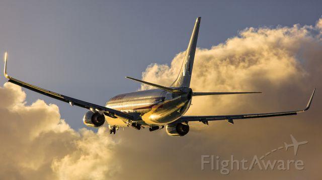 Boeing 737-800 (N823NN) - take off sxm in 28