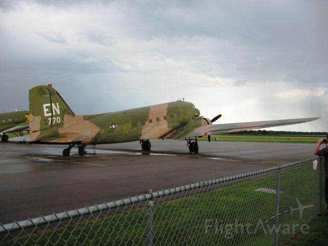 Douglas DC-3 (N2805J)