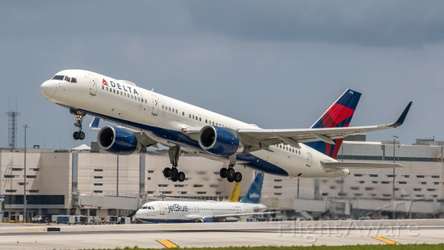 Boeing 757-200 (N6704Z) - Delta 757-200 takeoff out of FLL on runway 28L