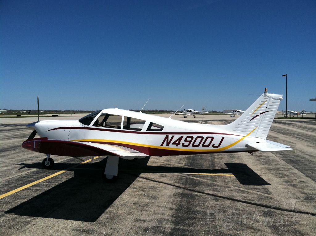 Piper Cherokee (N4900J)