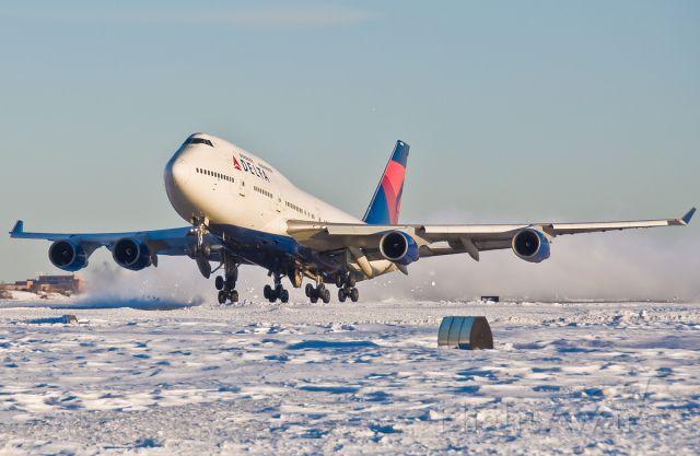 Boeing 747-400 (N668US) - Snow storm !