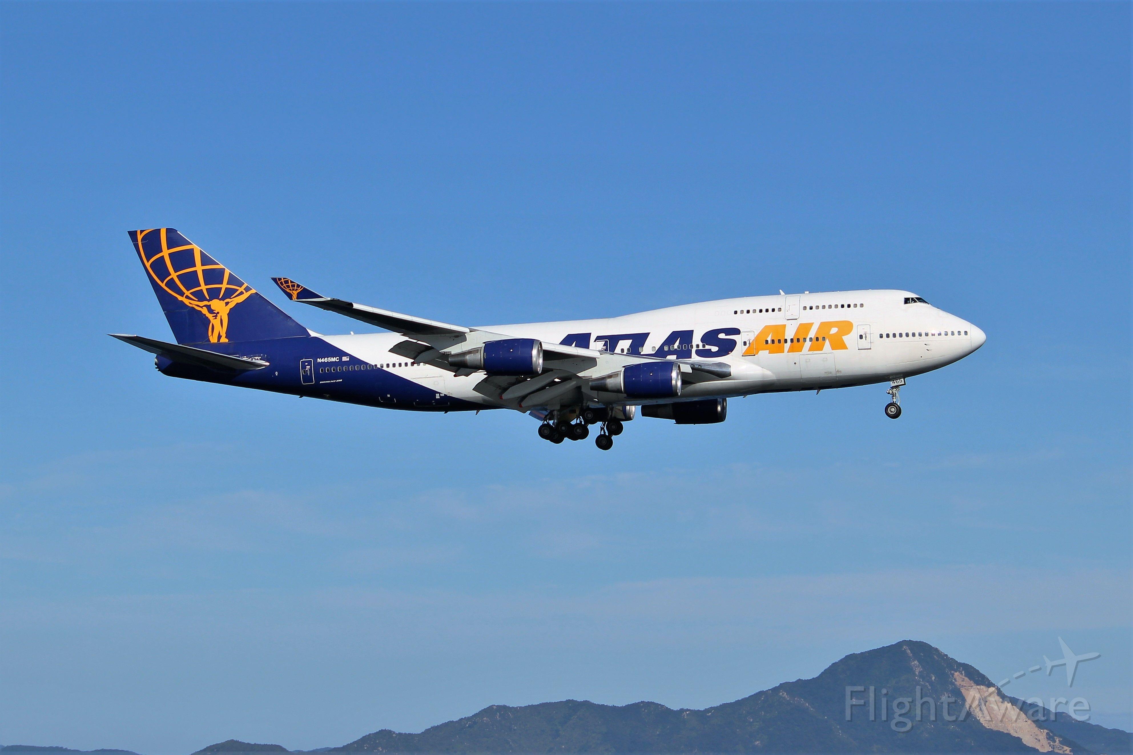 Boeing 747-400 (N465MC)