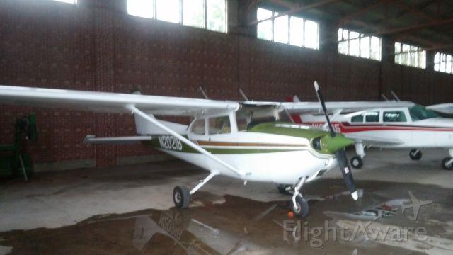Cessna Skyhawk (N20218) - 20218 in the hangar at KEMP