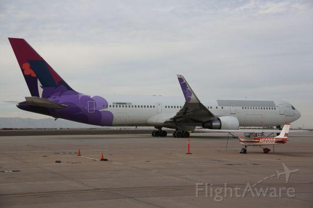 BOEING 767-300 (N582HA)