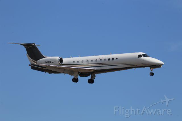 Embraer ERJ-135 (N908FL)