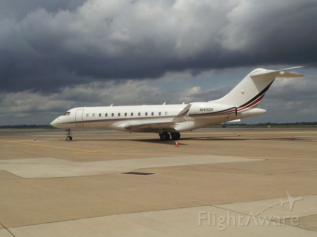Bombardier Global Express (N143QS)