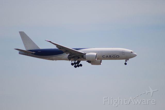 BOEING 777-200LR (N703GT) - SOO7640 from Anchorage on 7/14/20. Landing on runway 28C.