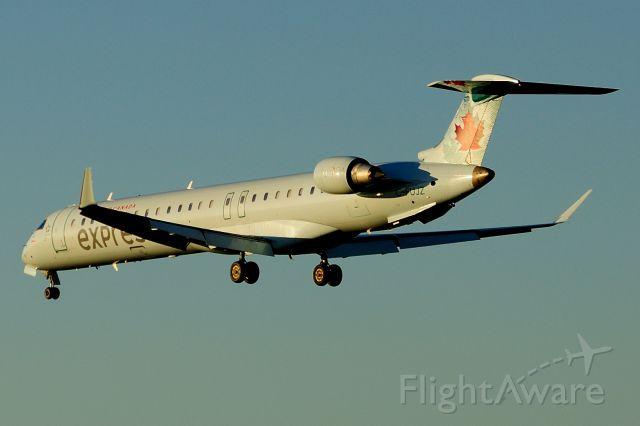 Canadair Regional Jet CRJ-900 (C-FUJZ) - Arriving from HZ/YHZ. Rwy 32.