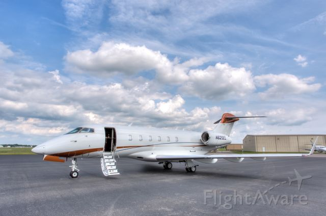 Bombardier Challenger 300 (N115AN)