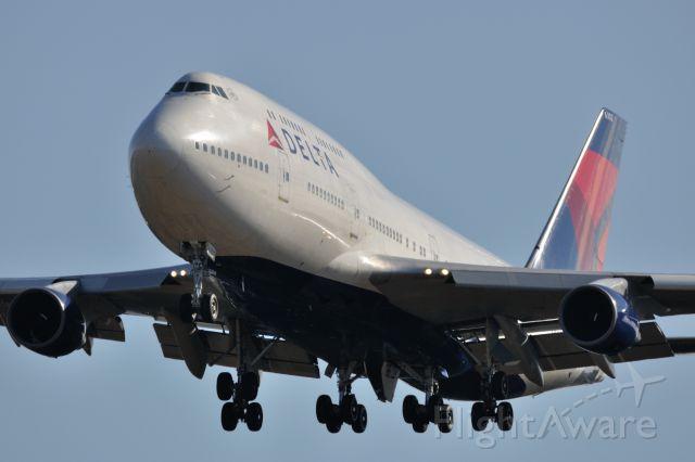 Boeing 747-400 (N662US) - 2012/12/24