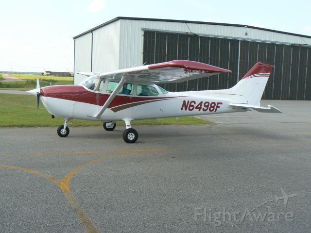 Cessna Skyhawk (N6498F)