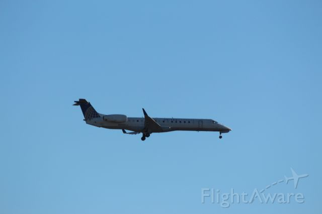 Embraer EMB-145XR (N21130) - Landing 28C