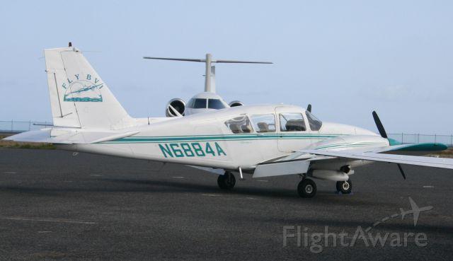 Piper Apache (N6884A)