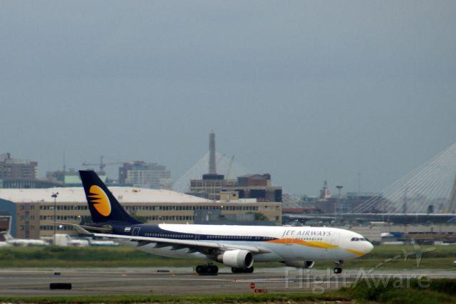 Airbus A330-200 (VT-JWM) - JET AIRWAYS LEAVING KBOS AFTER DIVERSION