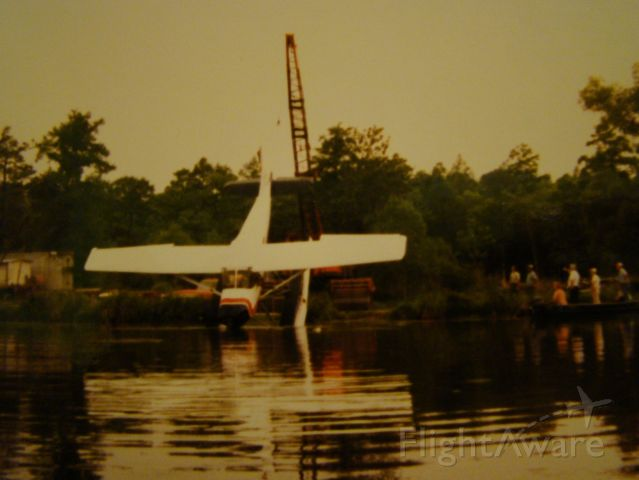 Cessna Skywagon (N9913Q) - Recovering 13Q after landing in seaplane canal with landing gear down OOOOPS...