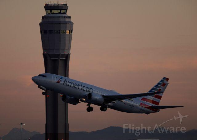 Boeing 737-700 (N875NN) - McCarran Las Vegas 09DEC20