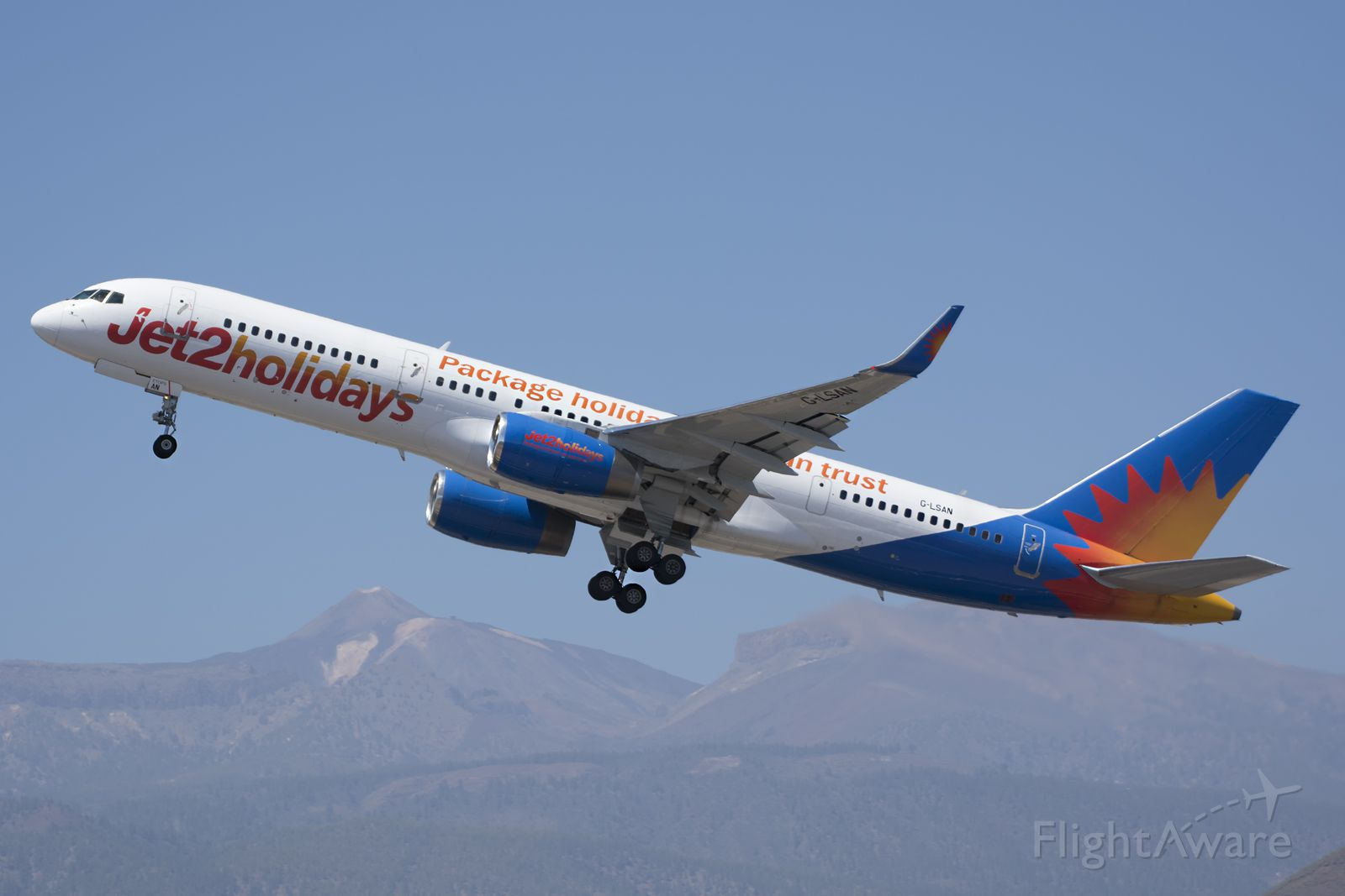 Boeing 757-200 (G-LSAN)