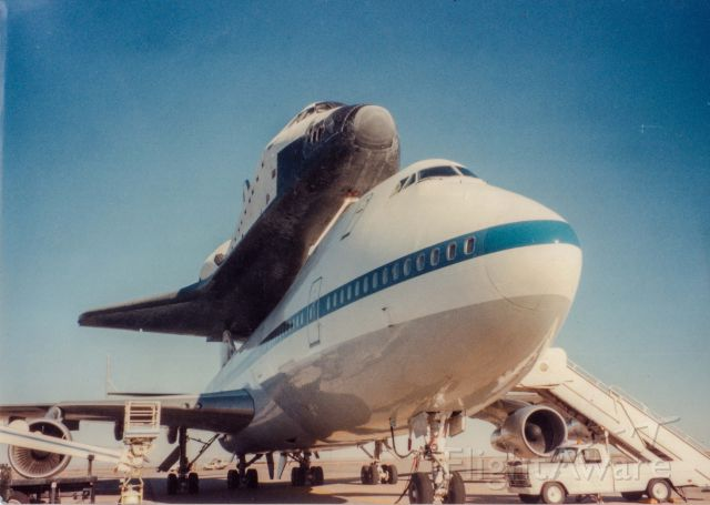 BOEING 747-100 (N905NA) - Either 1989 or 90. Stopping with Atlantis on its journey from Edwards AFB back to Florida.