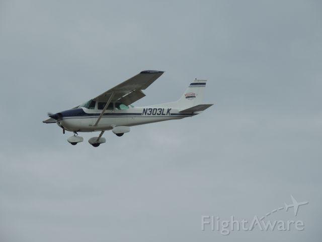 Cessna Skyhawk (N303LK)