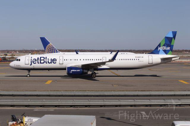 Airbus A321 (N907JB) - JBU4 arriving from San Juan, Puerto Rico.  6 April 2015