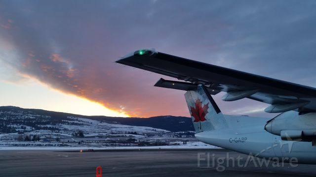 de Havilland Dash 8-300 (C-GABP) - Early morning at Kelowna International Airport